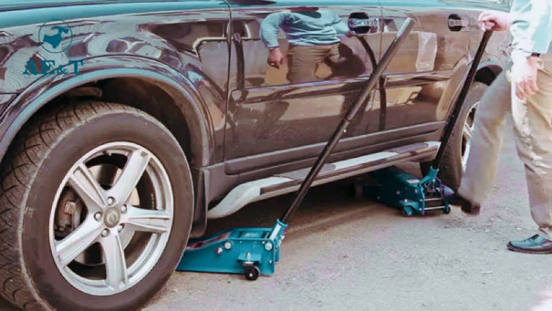 Поддомкрачивание автомобиля — фото